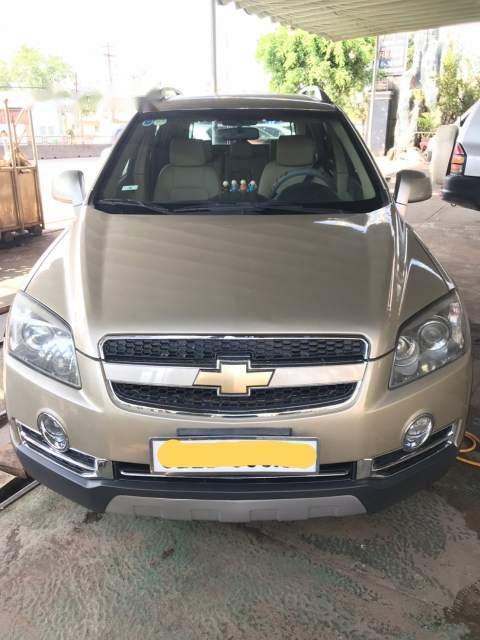 Bán Chevrolet Captiva LT 2.4 năm 2010, màu vàng, xe nhập như mới