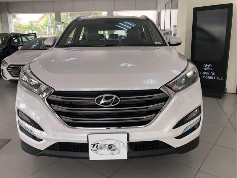 Bán ô tô Hyundai Tucson sản xuất năm 2019, màu trắng, xe nhập