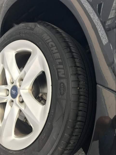 Cần bán gấp Ford Focus năm 2012, màu đen số sàn