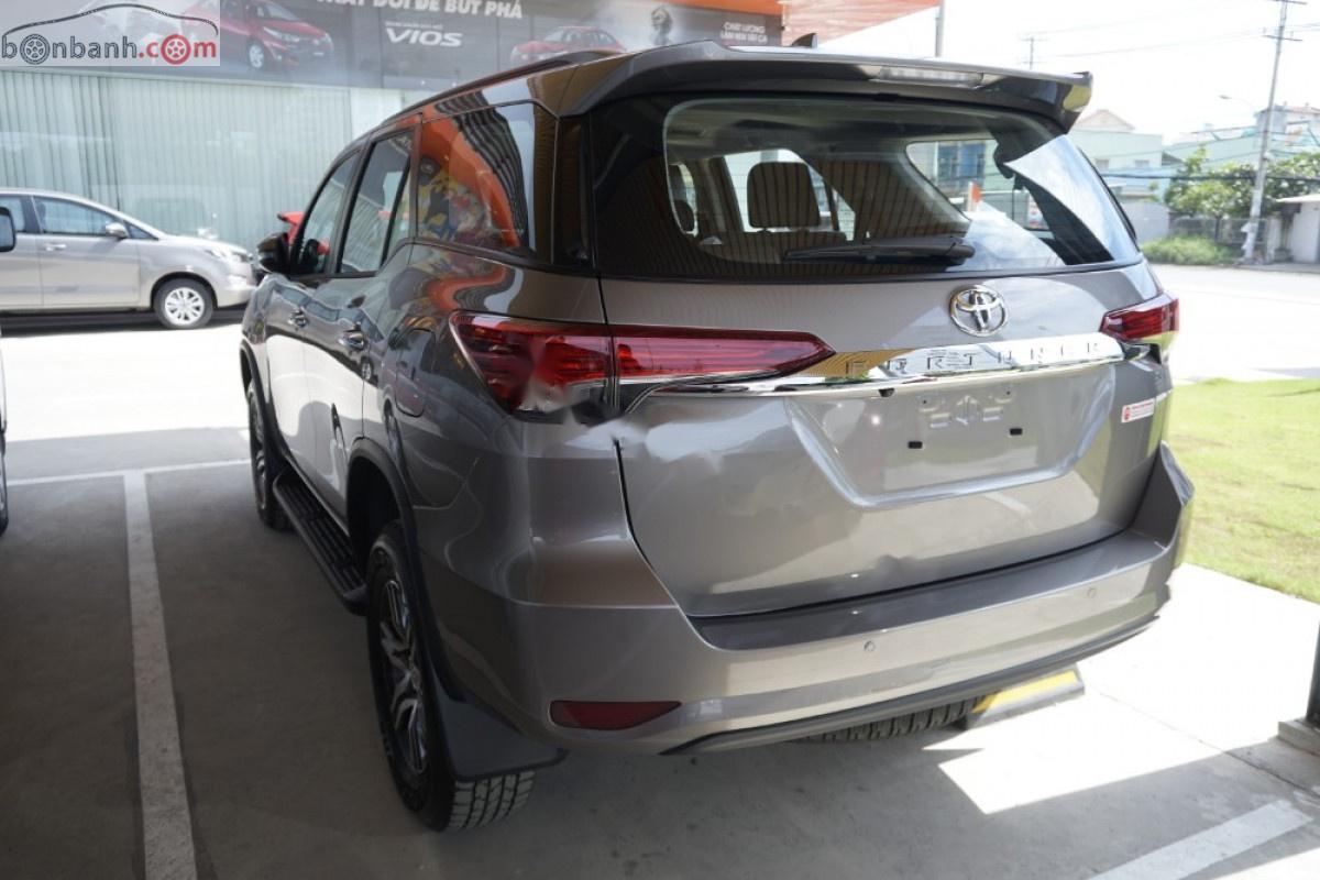 Bán xe Toyota Fortuner 2.4G 4x2 AT năm 2019, màu nâu