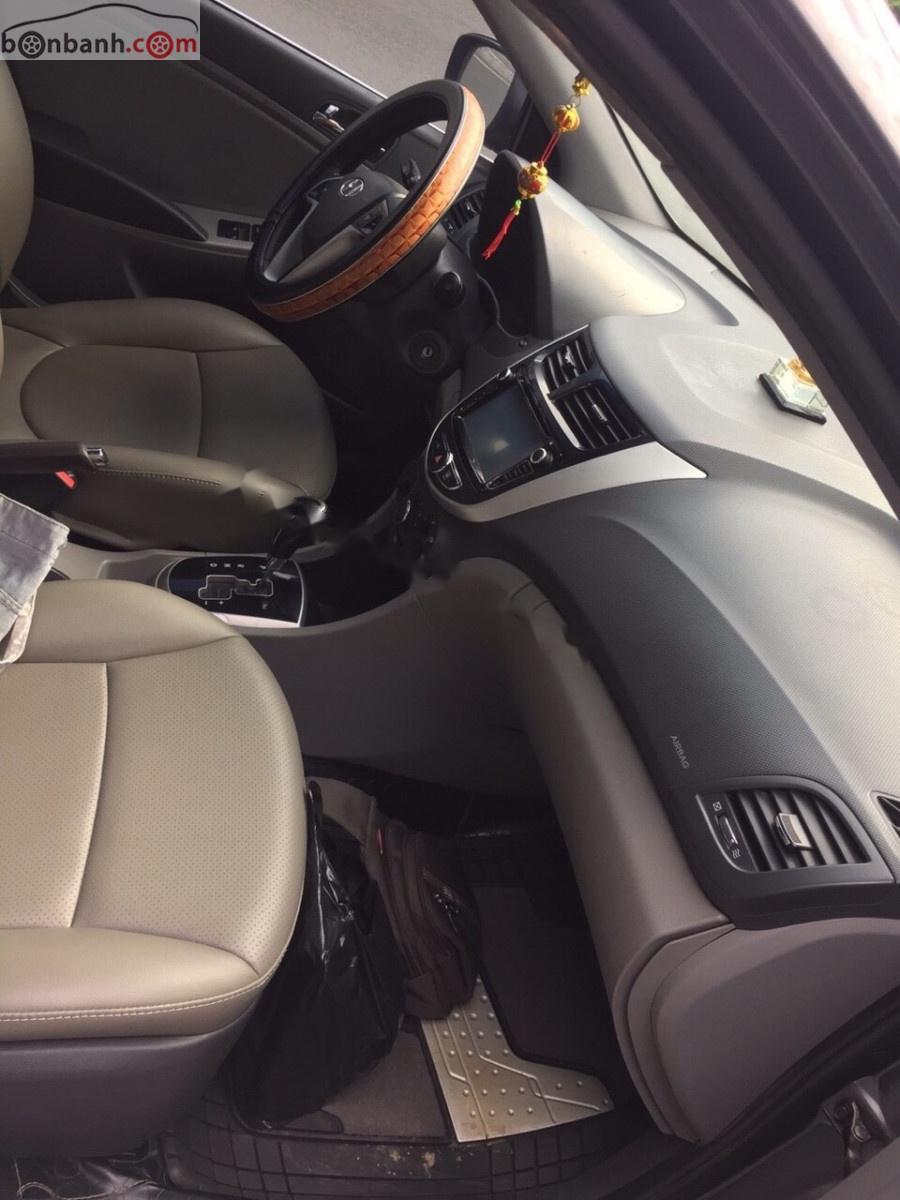 Cần bán xe Hyundai Accent AT sản xuất năm 2011, màu xám, nhập khẩu