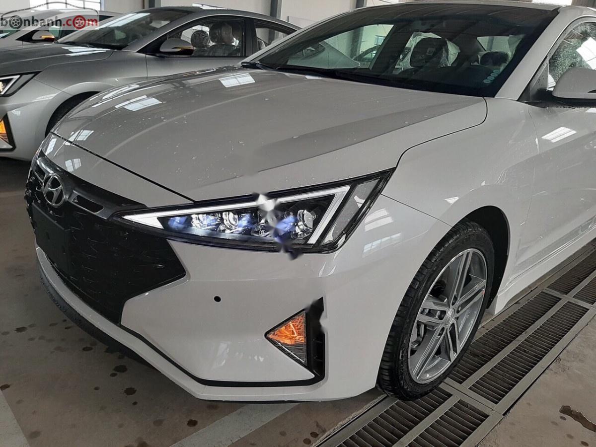Cần bán xe Hyundai Elantra 1.6 năm sản xuất 2019, màu trắng, 730 triệu