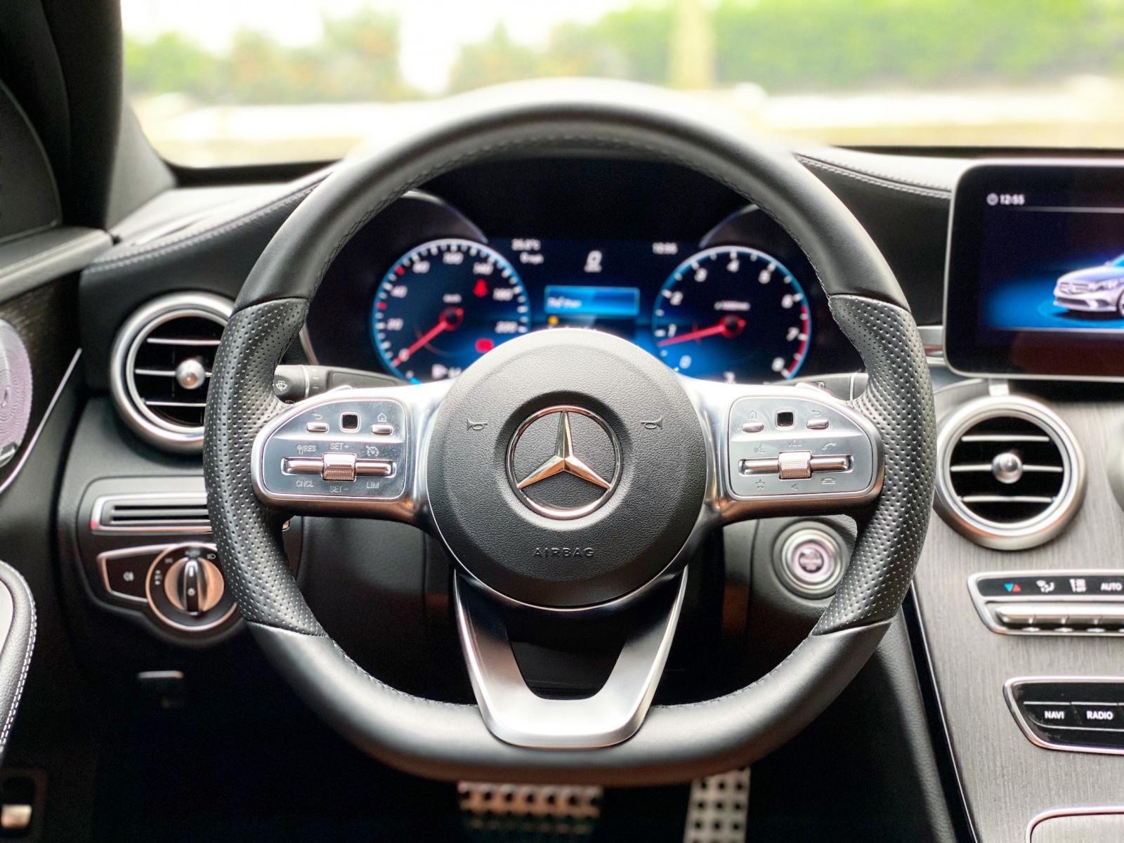 Bán Mercedes C300 AMG 2020, chính chủ chạy lướt biển đẹp giá tốt