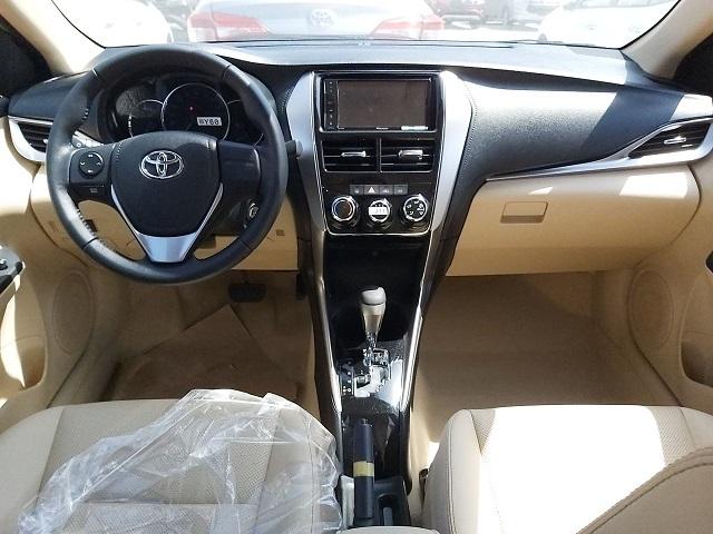 Bán Toyota Yaris 1.5G CVT 2020 màu trắng trả trước chỉ từ 220 triệu