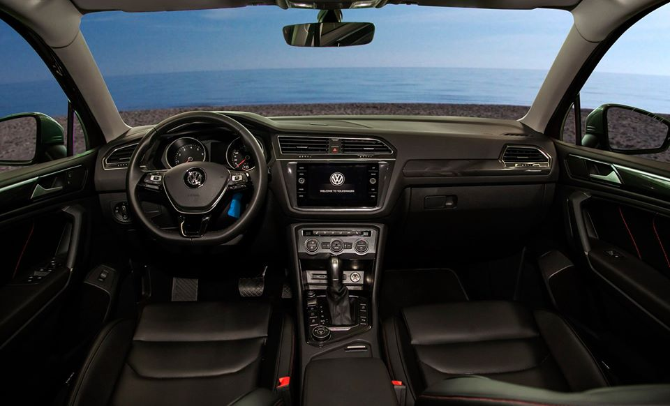 Volkswagen Tiguan Allspace, màu trắng, nhập khẩu - Tặng ngay 207tr tiền mặt