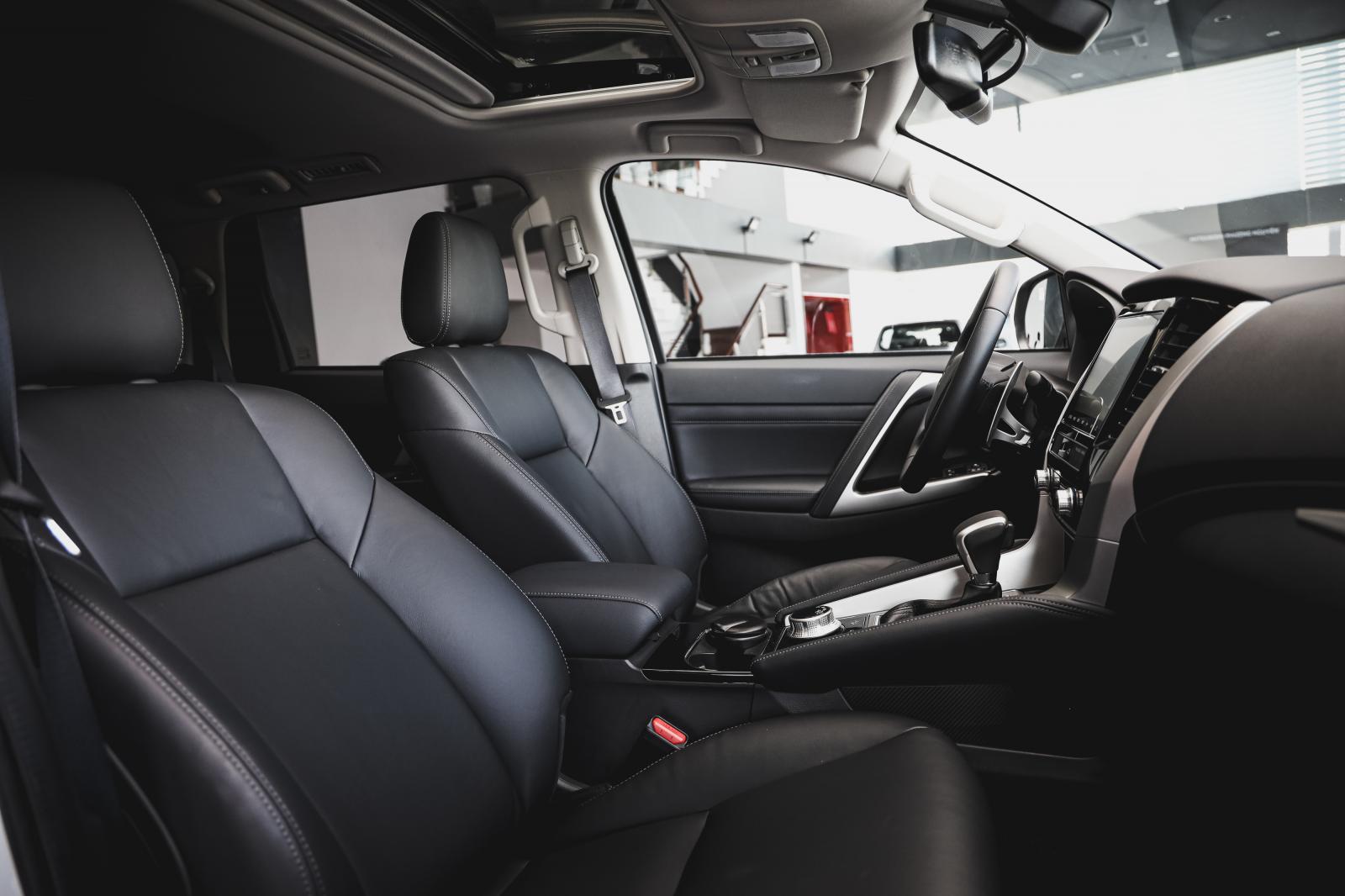 Bán Mitsubishi Pajero Sport đời 2020, màu trắng, nhập khẩu chính hãng