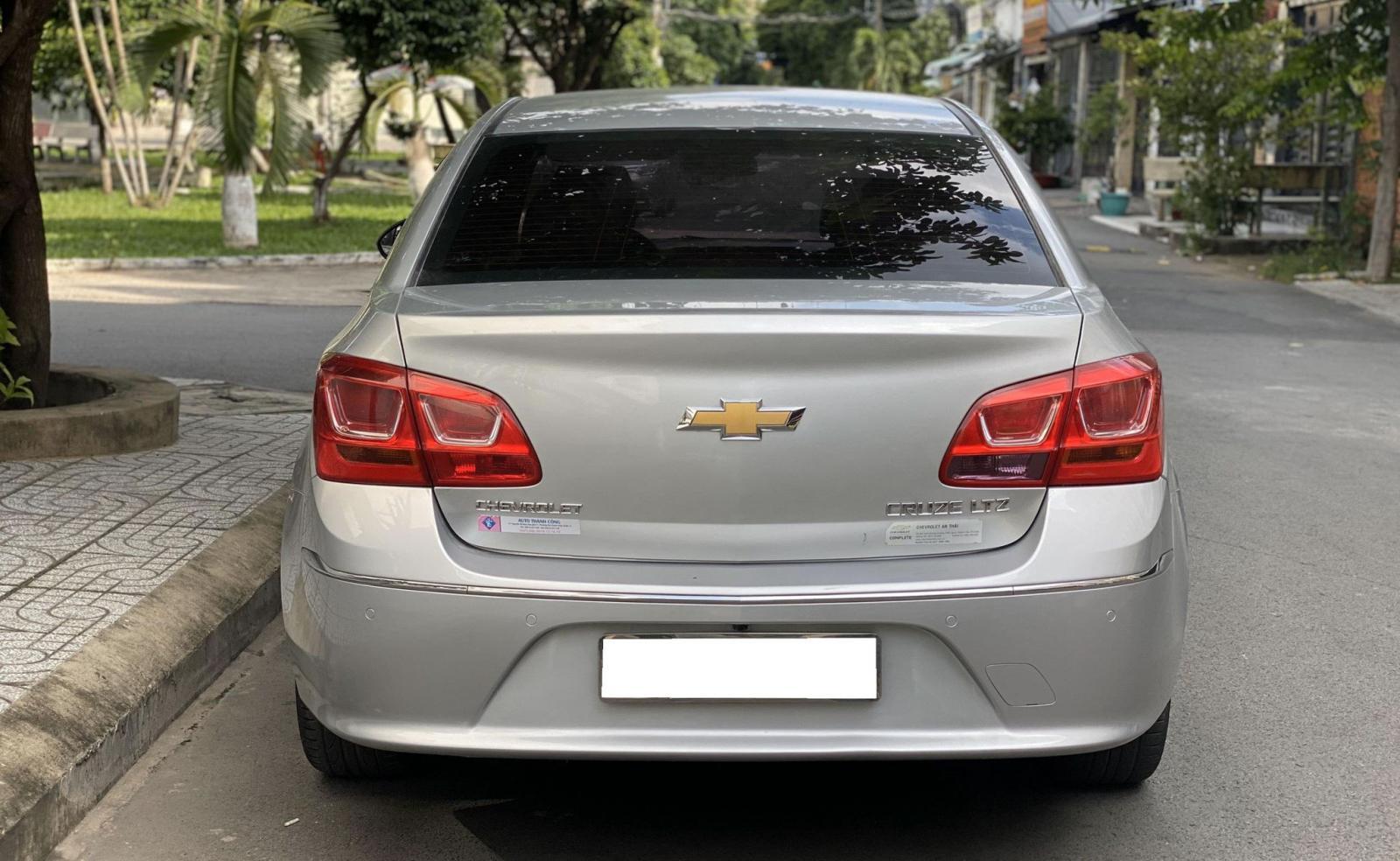 Mình cần bán Chevrolet Cruze 2018 LTZ, tự động, màu bạc