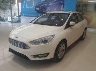 Bán Ford Focus Trend 1.5 AT Ecoboost đời 2018, màu trắng, tặng bảo hiểm thân vỏ, hỗ trợ trả góp lên đến 90% giá 605 triệu tại Hà Nội