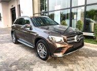 Bán xe Mercedes GLC 300 4MATIC màu nâu giá tốt. Giao xe ngay giá 2 tỷ 209 tr tại Hà Nội