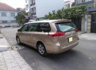 Bán Toyota Sienna 2.7LE năm 2011, màu vàng, xe nhập giá 1 tỷ 320 tr tại Tp.HCM