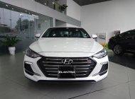 Bán xe Hyundai Elantra 2018 đủ màu. Giá cực tốt, hỗ trợ vay 90%, nhiều quà tặng kèm giá 555 triệu tại Tp.HCM