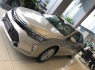 Bán Camry 2.0E màu nâu vàng - Model 2018 - Ưu đãi lớn, trả góp 90%, nhận xe ngay giá 997 triệu tại Hà Nội