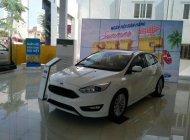 Giao ngay Ford Focus 5D Sport cao cấp đời 2018 màu trắng, hỗ trợ giảm giá, khuyến mại phụ kiện lớn - LH 0974286009 giá 715 triệu tại Hà Nội