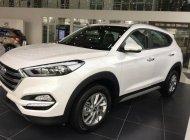 Hyundai Tucson xăng tiêu chuẩn trắng xe giao ngay, liên hệ để được giá khuyến mãi. LH: 0903175312 giá 845 triệu tại Tp.HCM