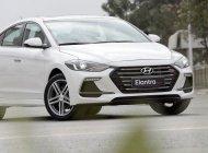 Cần bán Hyundai Elantra 2.0 AT ĐB trắng, xe có sẵn giao trong ngày giá 670 triệu tại Đà Nẵng