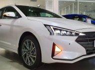 Cần bán Hyundai Elantra đời 2019, màu trắng giá 555 triệu tại Tp.HCM
