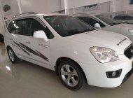 Cần bán gấp Kia Carens 2.0MT 2015, màu trắng số sàn giá 368 triệu tại Lâm Đồng