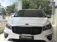 Bán xe Kia Sedona đời 2019, màu trắng giá 1 tỷ 79 tr tại Tp.HCM