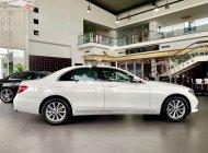Bán Mercedes E200 đời 2018, màu trắng xe nguyên bản giá 2 tỷ 39 tr tại Tp.HCM