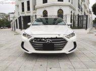 Cần bán gấp Hyundai Elantra đời 2017, màu trắng, 610 triệu xe còn mới lắm giá 610 triệu tại Hà Nội
