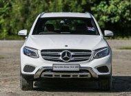 Cần bán xe Mercedes GLC 200 4Matic đời 2020, màu trắng, xe chính hãng giá 2 tỷ 39 tr tại Tp.HCM