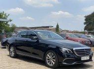 Cần bán gấp Mercedes E200 20017, đời 2018, màu đen giá 1 tỷ 650 tr tại Tp.HCM
