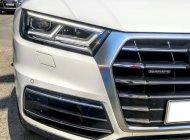Cần bán hoặc giao lưu Audi Q5 AT màu trắng, còn thơm mùi mới giá 2 tỷ 50 tr tại Tp.HCM