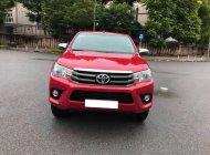 Mình bán Toyota Hilux 2017, số tự động, máy dầu, một cầu, màu đỏ giá 667 triệu tại Tp.HCM