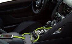 Cẩn thận sạc điện thoại, laptop trên xe ô tô có thể bị cháy nổ