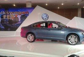 Cần bán xe Volkswagen Passat GP đời 2016, màu xanh lam, xe nhập giá 1 tỷ 599 tr tại Tp.HCM