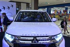 Cần bán xe Mitsubishi Outlander 2.4 CVT Premium đời 2018 giá 1 tỷ 49 tr tại Tp.HCM