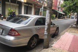 Cần bán lại xe Mercedes C180 năm sản xuất 2004, màu bạc, giá tốt giá 280 triệu tại Tp.HCM