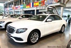 Bán Mercedes E200 2018 màu trắng chính chủ chạy lướt giá 1 tỷ 960 tr tại Hà Nội