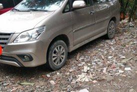 Cần bán xe Toyota Innova 2.0 MT năm sản xuất 2016, màu ghi vàng, xe gia đình, giá tốt giá 630 triệu tại Hà Nội