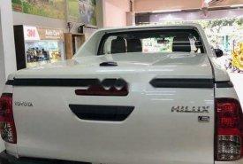 Cần bán Toyota Hilux sản xuất năm 2018, màu trắng, giá tốt giá 700 triệu tại Nghệ An