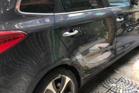 Cần bán lại xe Kia Rondo GAT đời 2016, màu xanh lam giá 570 triệu tại Thanh Hóa