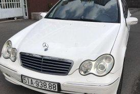 Cần bán gấp Mercedes C240 sản xuất năm 2004, màu trắng, 256tr giá 256 triệu tại Tp.HCM
