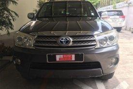 Cần bán lại xe Toyota Fortuner đời 2011, màu xám giá 590 triệu tại Tp.HCM