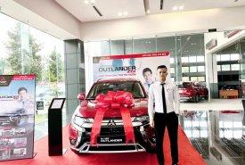 Cần bán xe Mitsubishi Outlander 2.0 CVT đời 2020, màu đỏ giá 825 triệu tại Nghệ An