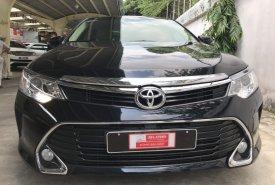 Cần bán xe Toyota Camry đời 2017, màu đen, giá 880tr giá 880 triệu tại Tp.HCM