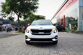 Kia Seltos 2020 Luxury màu trắng, tặng phụ kiện chính hãng Kia, giá tốt nhất huyện Củ Chi giá 649 triệu tại Tp.HCM