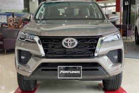 Toyota Fortuner 2.4AT 4X2 khuyến mãi tháng 4 giá 1 tỷ 80 tr tại Tp.HCM